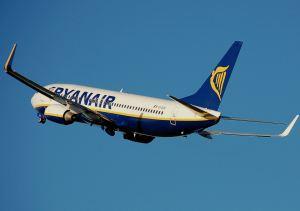 Ryanair_b737-800_aftertakeoff_arp